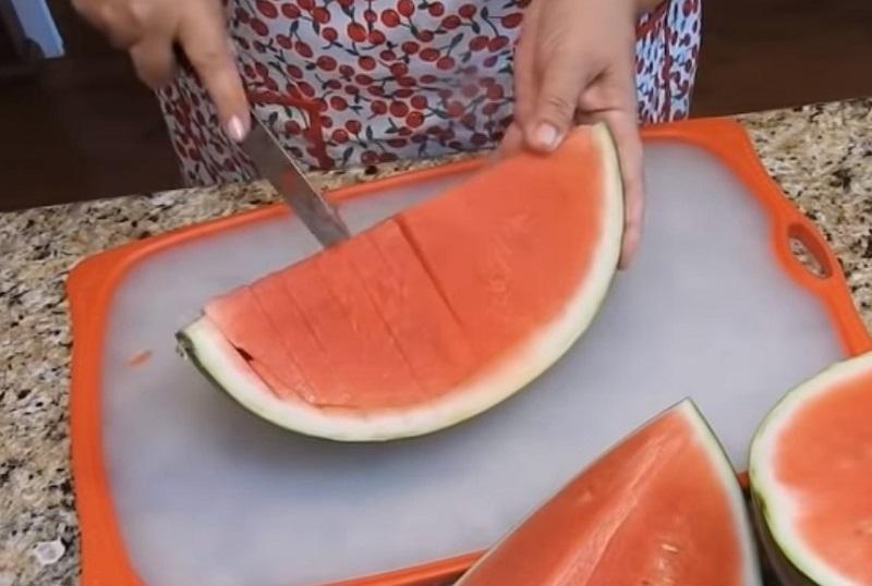 По-американски и еще 7 способов нарезки арбуза. Легко и изящно.