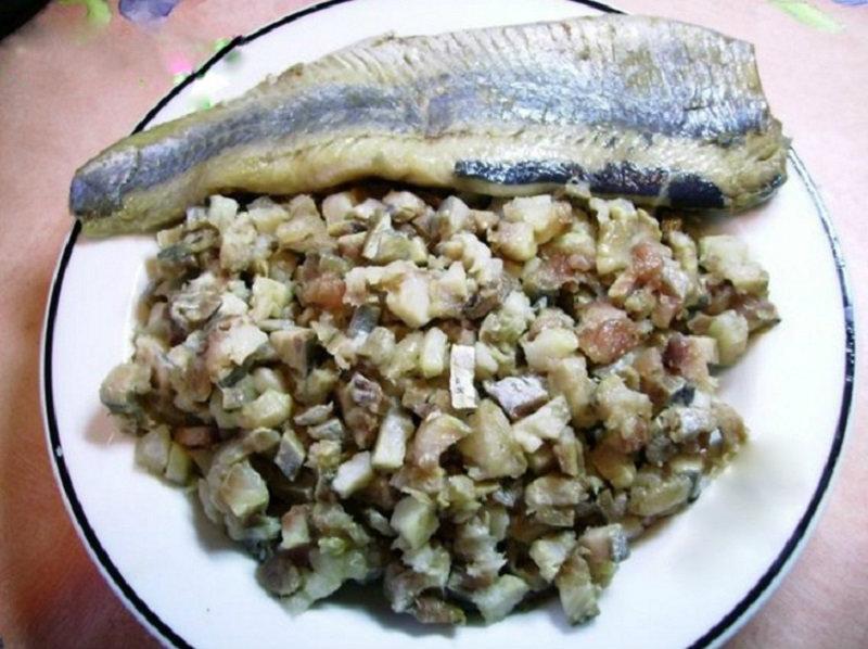 Забудь о селедке под шубой — вот блюдо, в котором эта рыба еще вкуснее! Достаточно просто выложить всё слоями…