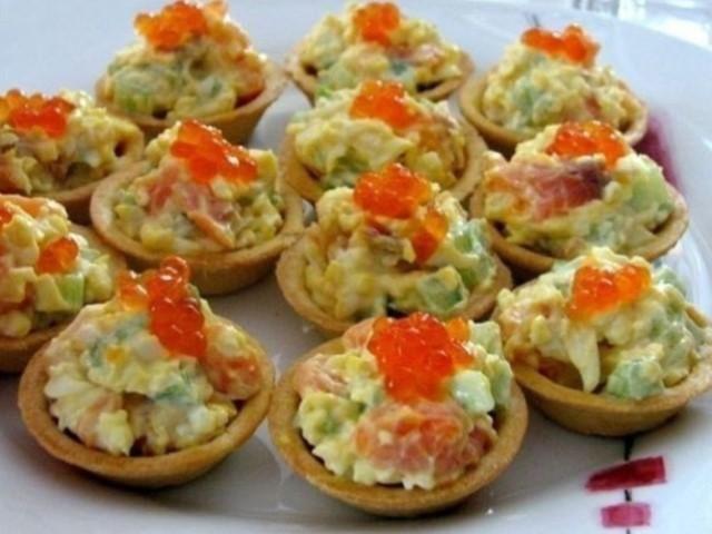 Яркие и праздничные тарталетки «Рыбная мозаика»