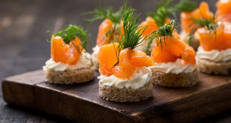 Бутерброды с красной рыбой на праздничный стол (простые и вкусные рецепты)