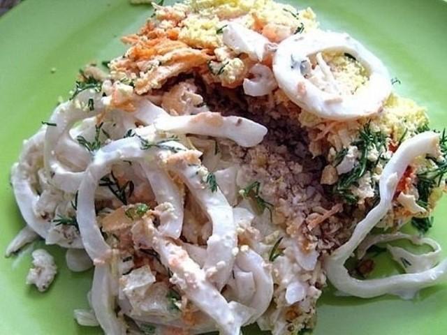 Удивительный салат с кальмарами и орехами «Морские фантазии»